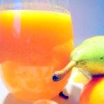 Rozgrzewający sok gruszkowo-mandarynkowo-marchwiowy z imbirem i goździkami