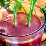 Oczyszczający sok buraczano-marchwiowo-selerowy z owocami