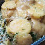 Zapiekanka ziemniaczana z serem pleśniowym, szpinakiem i boczniakami [PRZEPIS]